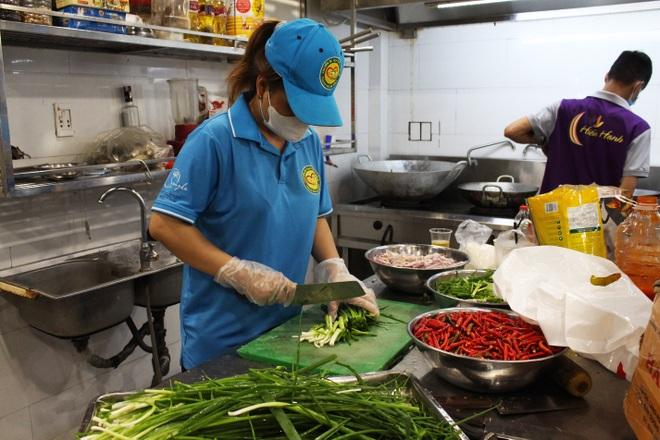 Người Đà thành kho cá, làm bánh tét tiếp sức TPHCM chống dịch - 7