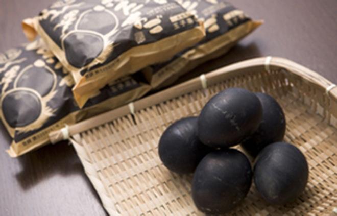 Đặc sản trứng đen sì chín không cần lửa, được xem là bí quyết trường thọ - 2
