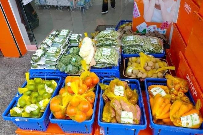 TPHCM: Rau củ giá bình ổn 20.000 đồng/kg, trứng 25.000 đồng/vỉ xuống phố - 3