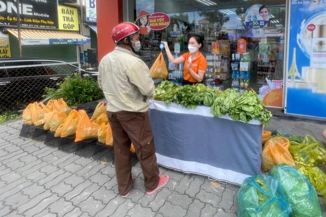 TPHCM: Rau củ giá bình ổn 20.000 đồng/kg, trứng 25.000 đồng/vỉ xuống phố - 2