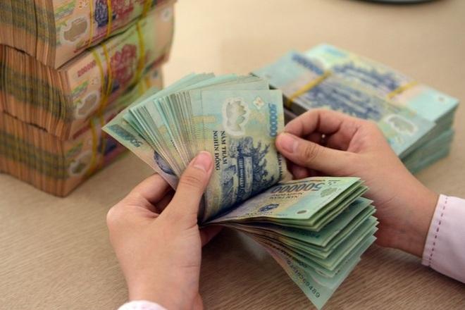 Người dân ngày càng ít gửi tiền vào ngân hàng, vì sao? - 1