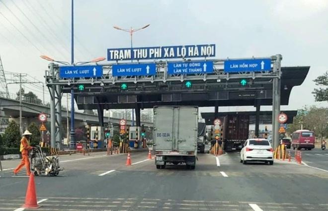 Lợi dụng xả trạm BOT, xe giao hàng chui vượt chốt chặn vào TPHCM - 1