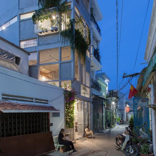 Nhà chia đôi độc đáo ở Sài Gòn - 2