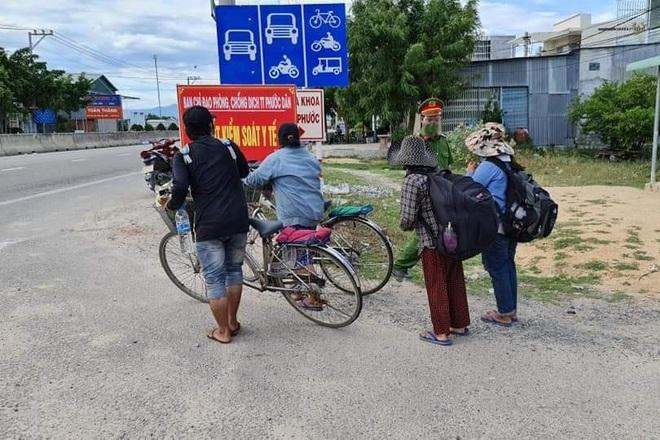 Bốn mẹ con đi xe đạp từ Đồng Nai về Nghệ An: Chỉ mong về đến quê hương - 1