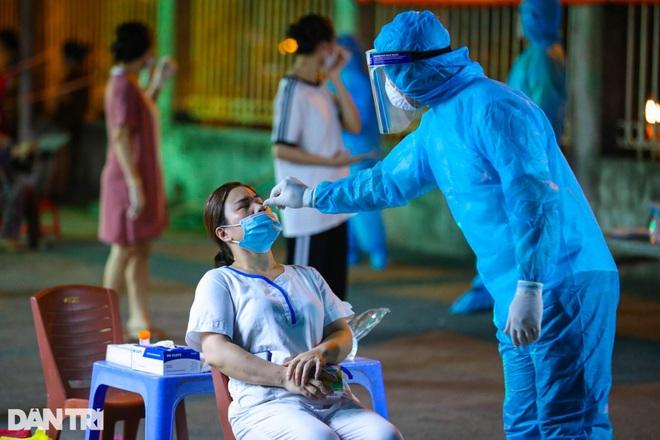 Hà Nội xét nghiệm cho 40 người liên quan đến nhà thuốc có F0 ở 95 Láng Hạ