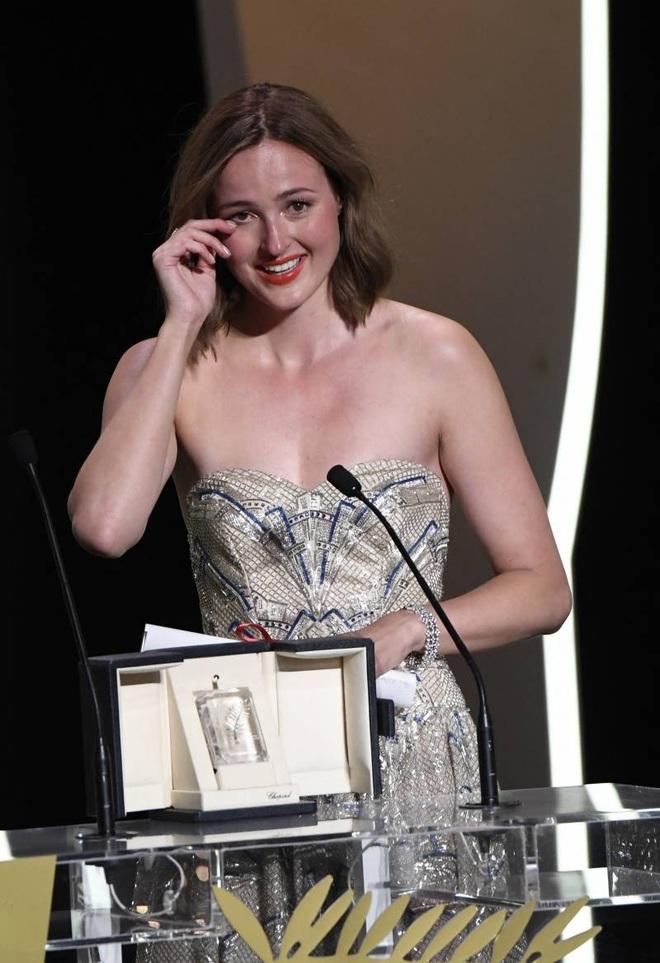 Chuyện một đêm thành sao của nữ diễn viên xuất sắc tại LHP Cannes 2021 - 2