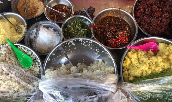 Món xôi nóng hổi ăn kèm của lạ, giá bình dân chỉ hơn cốc trà ở Nha Trang - 3