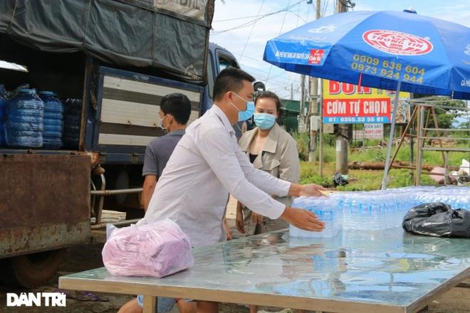 Người dân Đắk Nông nấu nồi bắp 0 đồng phục vụ bà con đi đường về quê - 3