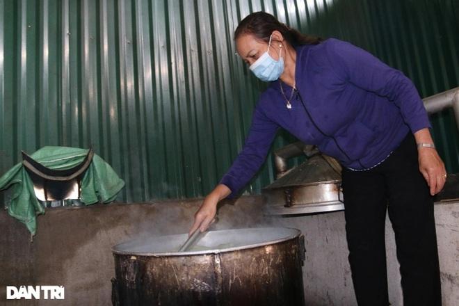 Người dân Đắk Nông nấu nồi bắp 0 đồng phục vụ bà con đi đường về quê - 4