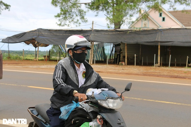 Người dân Đắk Nông nấu nồi bắp 0 đồng phục vụ bà con đi đường về quê - 6