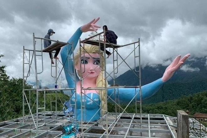 Thị xã Sa Pa vận động chủ cơ sở tháo dỡ tượng Nữ hoàng băng giá - 1