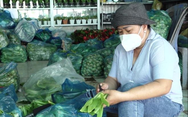 Chủ vựa hoa cảnh mua hàng tấn rau, củ tặng bếp ăn 0 đồng, người nghèo - 2