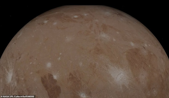 Hình ảnh tuyệt đẹp về mặt trăng lớn nhất Hệ Mặt trời - 2