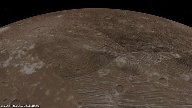 Hình ảnh tuyệt đẹp về mặt trăng lớn nhất Hệ Mặt trời - 3