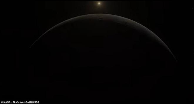Hình ảnh tuyệt đẹp về mặt trăng lớn nhất Hệ Mặt trời - 4