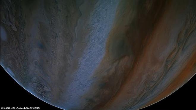 Hình ảnh tuyệt đẹp về mặt trăng lớn nhất Hệ Mặt trời - 5