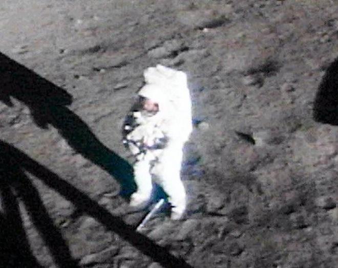 Kỷ niệm 52 năm ngày con tàu Apollo 11 hạ cánh lên Mặt trăng - 1