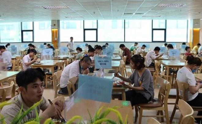 Bắc Ninh: Tiếp tục tổ chức ăn 3 bữa cho công nhân tại nhà máy - 1