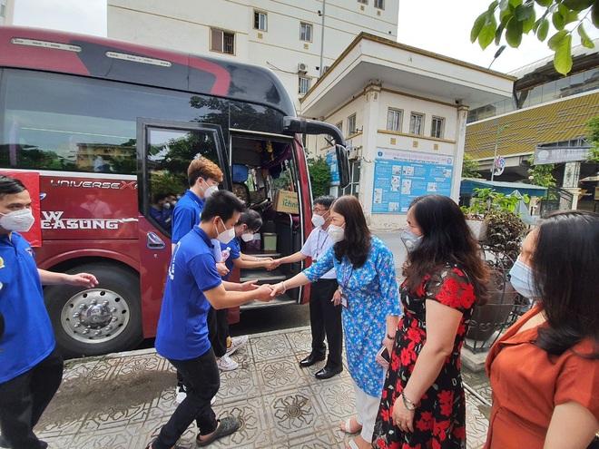 Hơn 200 sinh viên HV Y Dược học cổ truyền VN lên đường hỗ trợ TPHCM  - 2
