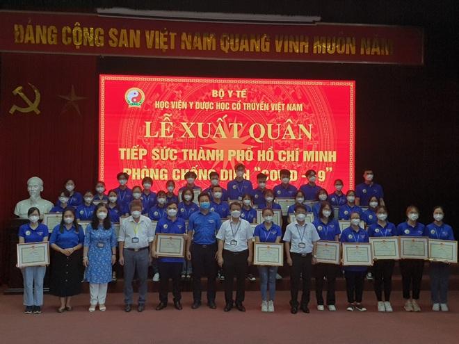 Hơn 200 sinh viên HV Y Dược học cổ truyền VN lên đường hỗ trợ TPHCM  - 1