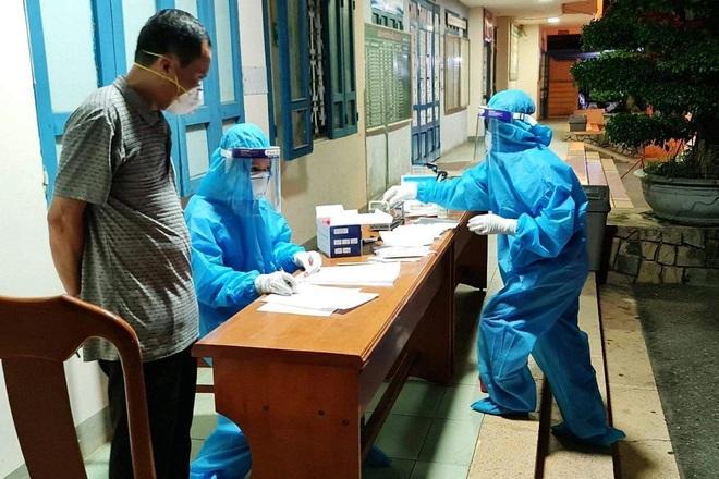 Quảng Bình: Lái taxi dương tính SARS-CoV-2 tiếp xúc hàng chục hành khách - 2
