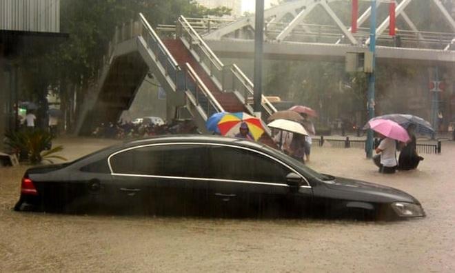 Nhiều thành phố Trung Quốc chìm trong biển nước, 12 người chết vì lũ lụt - 2