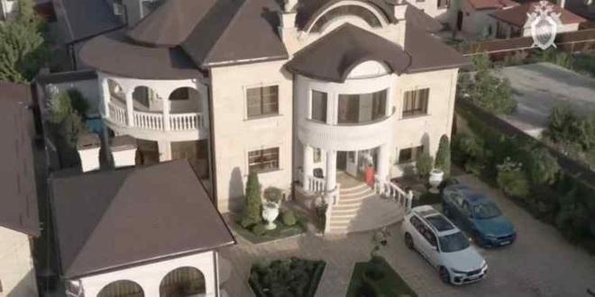 Nga bắt cảnh sát mafia sở hữu biệt phủ dát vàng như cung điện - 2