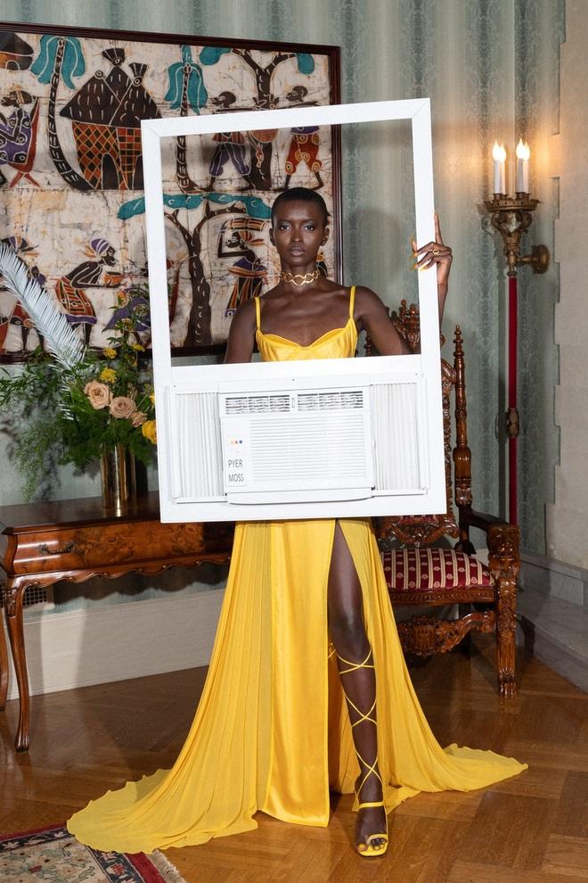 Bộ sưu tập kỳ lạ: Người mẫu mặc tủ lạnh, đèn giao thông, bàn cờ - 22