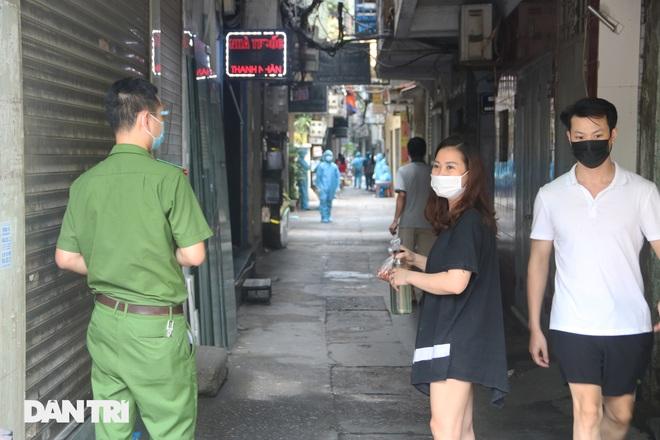 Hà Nội xét nghiệm cho 150 người tại ngõ Quỳnh do liên quan ca dương tính - 7