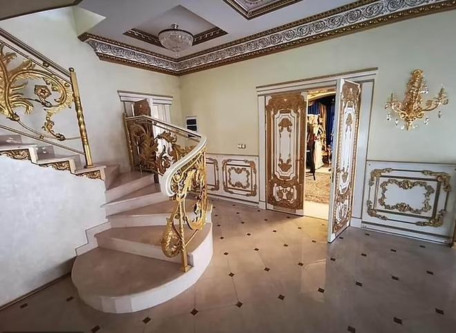 Choáng ngợp cung điện dát vàng của trùm cảnh sát mafia Nga - 1