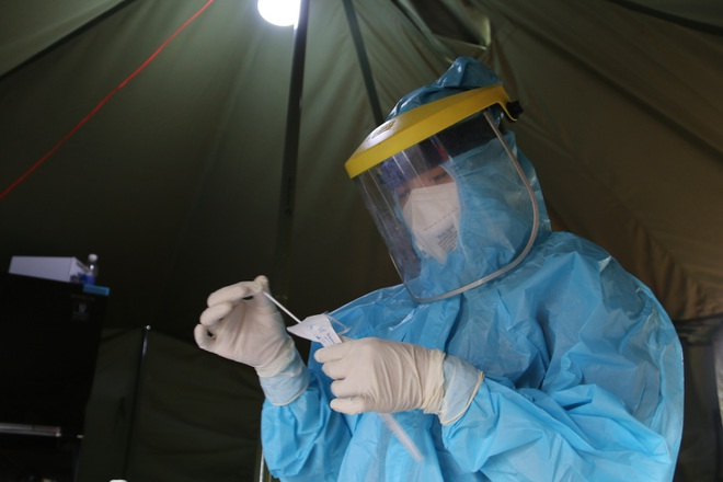 Đắk Nông test nhanh SARS-CoV-2 cho tất cả cán bộ trong đêm - 1