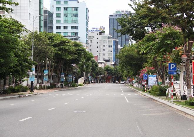 Đà Nẵng: Phố phường vắng lặng, siêu thị đầy ắp nhu yếu phẩm - 1