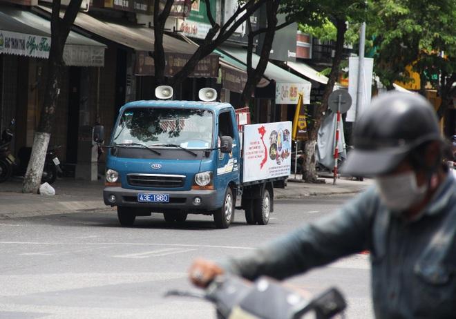 Đà Nẵng: Phố phường vắng lặng, siêu thị đầy ắp nhu yếu phẩm - 3
