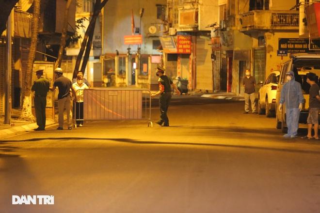 Hà Nội: Xuyên đêm phong tỏa, xét nghiệm hơn 100 người ở Thụy Khuê - 5