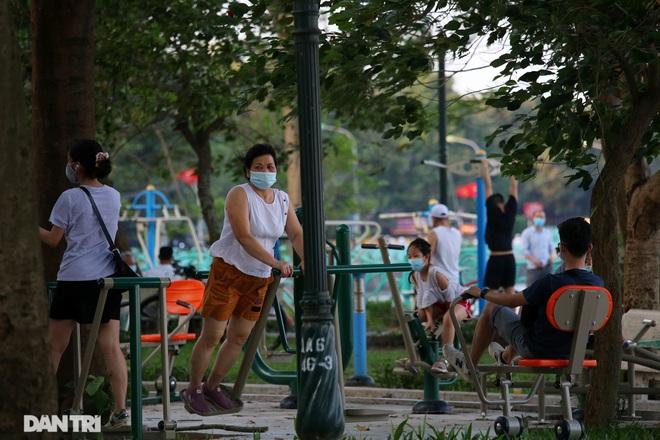Hà Nội: Tìm người tập thể dục ở vườn hoa Lạc Long Quân vì có ca dương tính - 1