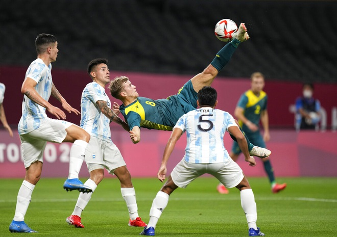 Chơi thiếu người, Olympic Argentina thua sốc trước Olympic Australia - 1