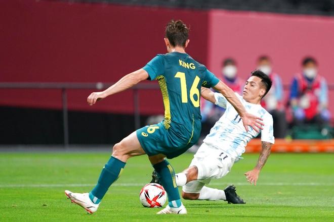Chơi thiếu người, Olympic Argentina thua sốc trước Olympic Australia - 3
