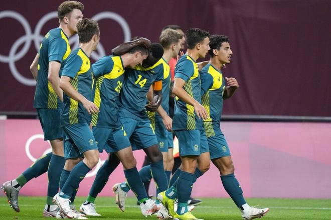 Chơi thiếu người, Olympic Argentina thua sốc trước Olympic Australia - 4