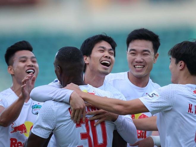 Chuyên gia hiến kế giúp V-League trở lại - 2
