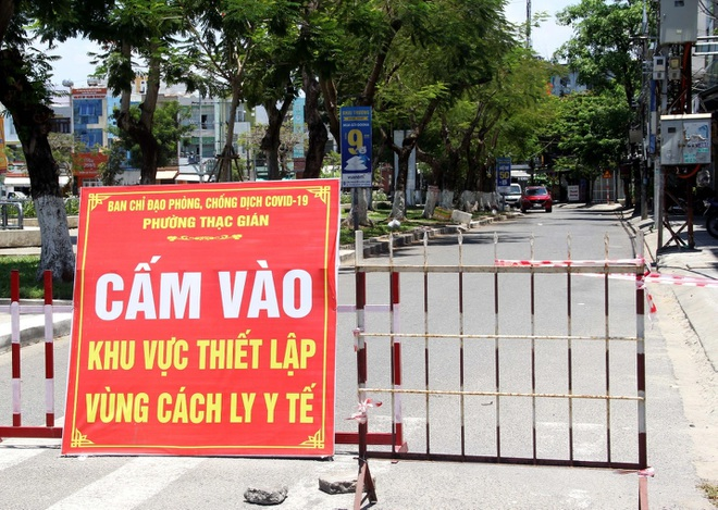 Đà Nẵng: Phố phường vắng lặng, siêu thị đầy ắp nhu yếu phẩm - 8