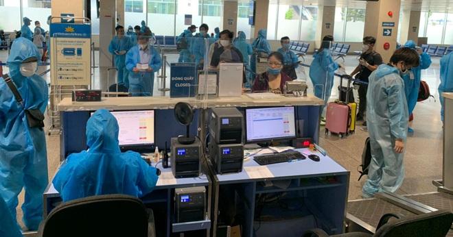 Cách ly ngay 299 người trên chuyến bay TPHCM - Hà Nội duy nhất trong ngày - 1