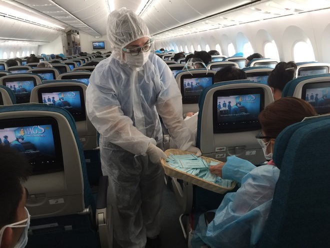 Cách ly ngay 299 người trên chuyến bay TPHCM - Hà Nội duy nhất trong ngày - 4