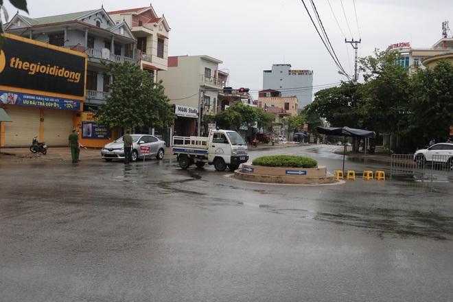 Tài xế taxi dương tính với SARS-CoV-2, Đồng Hới giãn cách toàn thành phố - 2