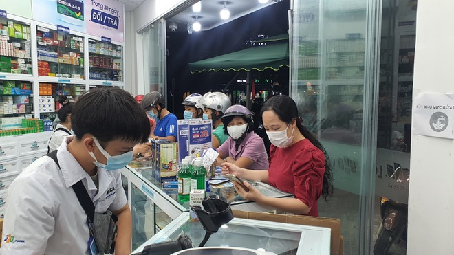sua-nha-thuoc-fpt-long-chau-dong-hanh-cung-cong-dong-trong-dai-dich-coviddocx-1626929261079.jpeg