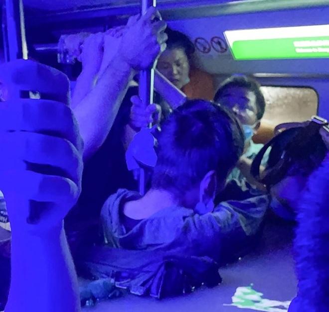 Trung Quốc chỉ đạo khẩn sau vụ 12 người chết trong tàu điện ngầm ngập lũ - 2