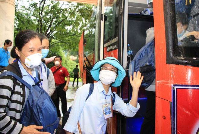 TPHCM: 299 tình nguyện viên tôn giáo đến các bệnh viện chống dịch Covid-19 - 4