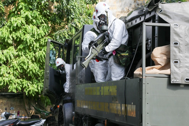 Phun khử khuẩn toàn địa bàn TPHCM trong 7 ngày - 1