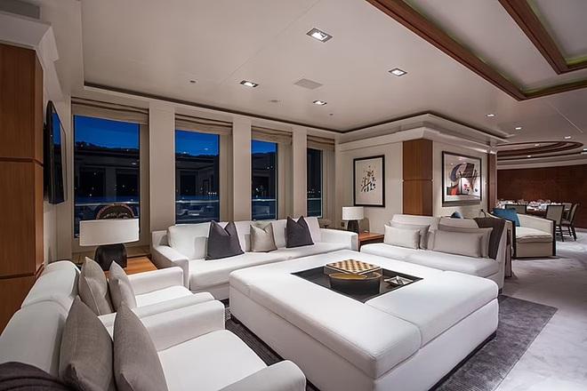 Tom Cruise đi nghỉ hè trên siêu du thuyền 32 triệu bảng Anh - 1
