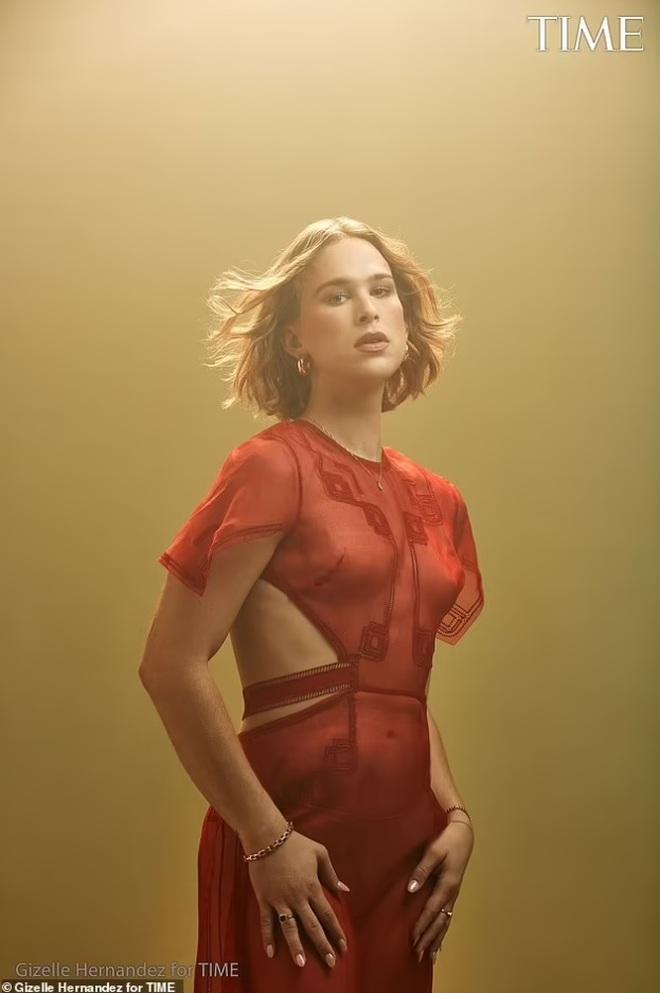 Màn lột xác gắt nhất Hollywood lúc này: Từ mỹ nam trở thành... mỹ nữ - 1