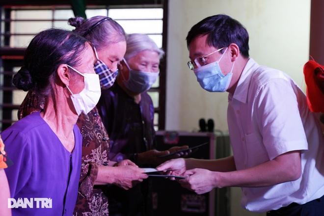 Báo Dân trí tặng quà tri ân 50 gia đình tại xã có 16 Mẹ Việt Nam anh hùng - 2